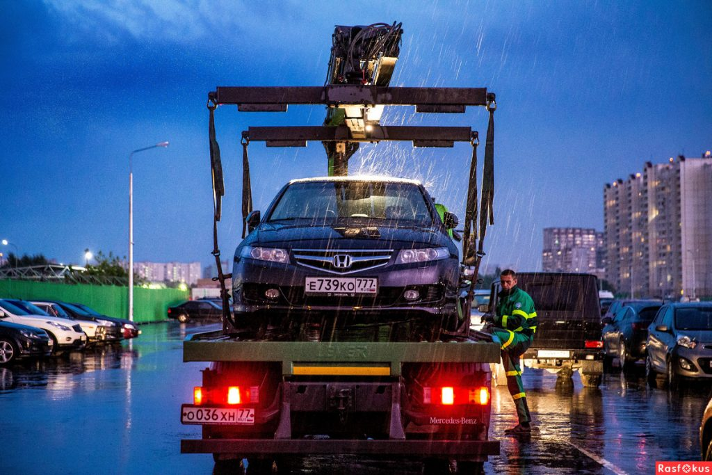 Эвакуация машины на штрафстоянку